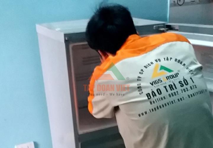 Kỹ thuật tiến hành lắp đặt lại tủ lạnh và đồng thời kiểm tra lại tình trạng của tủ lạnh