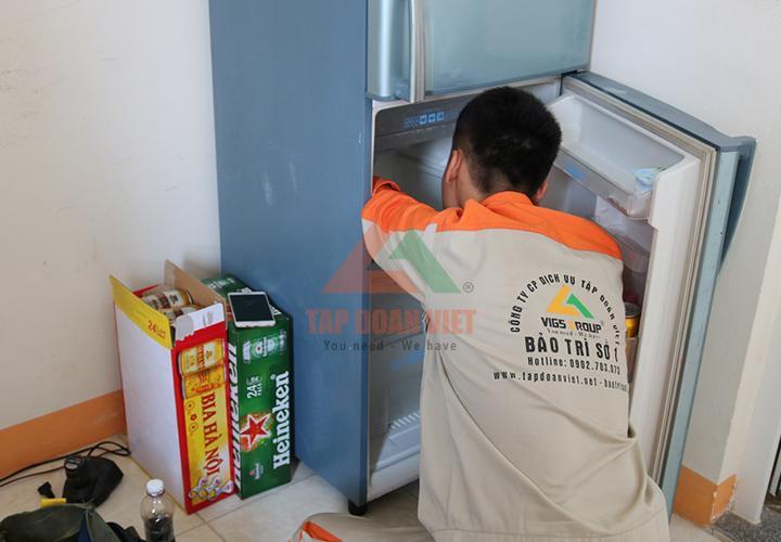 Qua bước kiểm tra tủ lạnh, kỹ thuật tiến hành sửa chữa trực tiếp lỗi
