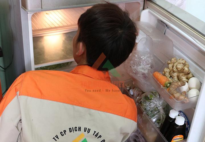 Sau khi sửa tủ lạnh khu Ba Đình, kỹ thuật tiến hành Test lại máy kỹ càng