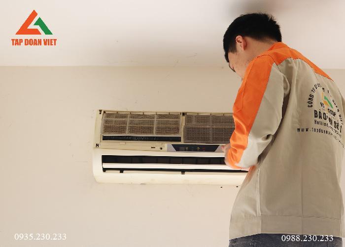 Kỹ thuật tháo dàn lạnh để kiểm tra phân tích điều hòa không mát ngay tại nhà khách hàng